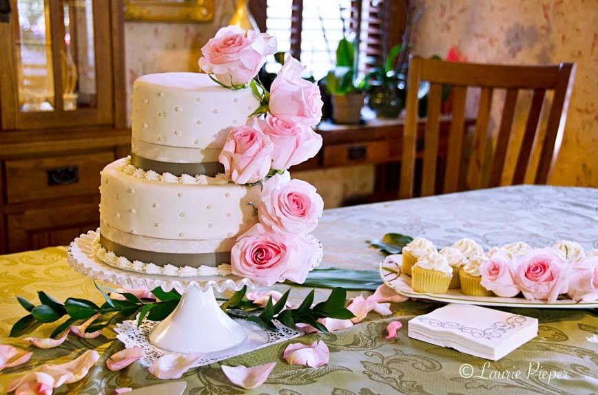 WeddingCakeGrayDotsPinkRoses